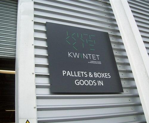 Outdoor plaque sign for Kwintet