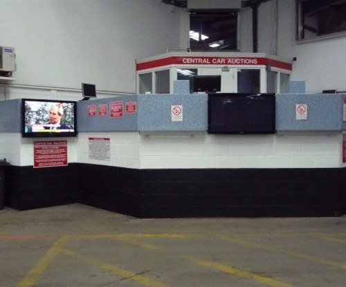 Auction Pit various - Vinyl, angle bead, stainless finish comp, painted chequre plate + header panels