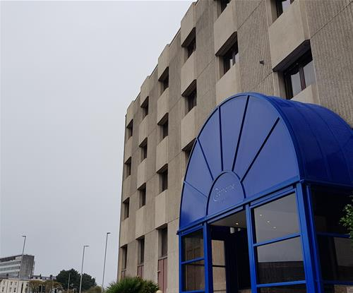 New archway for Copthorne Hotel in Plymouth