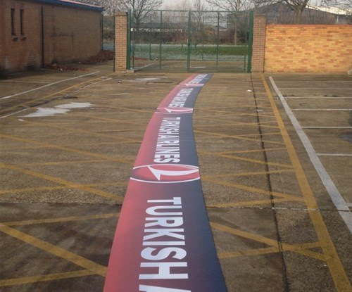 Here you can see the extreme length of the advertising hoardings