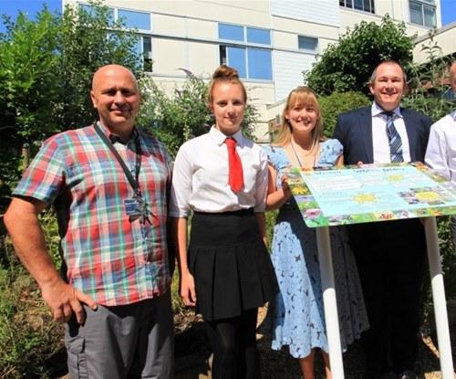 (L-R) Mike Eldridge, Amy McManus (Student), Vicky Oakey, Alan Newton (Headteacher) and Mark Kendall (Signs Express)