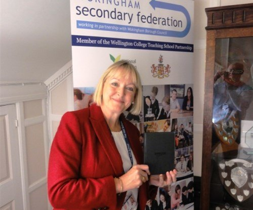 Janet Perry winning her Kindle e-reader