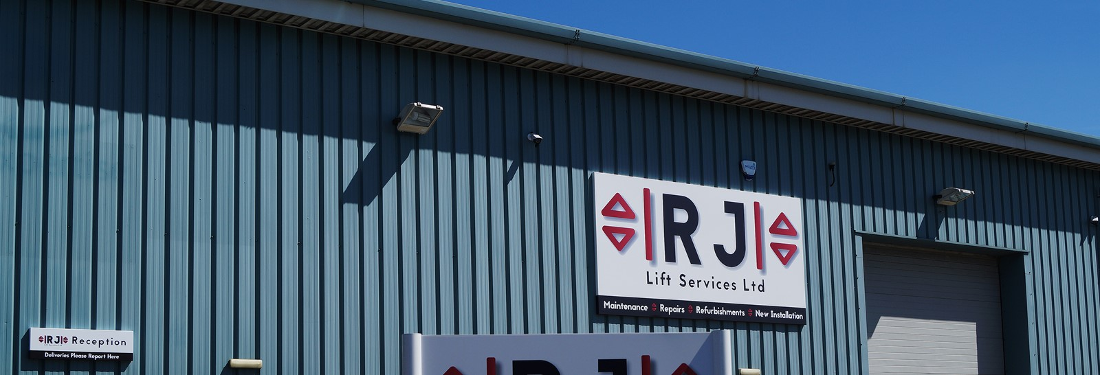 Signs Express helps Stoke lift maintenance firm move on up!