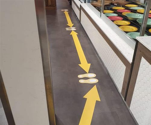 Directional floor graphics